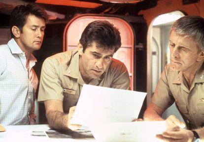 Martin Sheen, James Farentino y Kirk Douglas, en 'El final de la cuenta atrás'. Douglas sí que sabe cómo luchar contra el tiempo.
