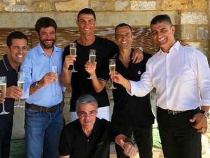 """El delantero, máximo goleador en la historia del Madrid, deja el club tras un año de desencuentros para empezar """"una nueva etapa"""" en la Serie A"""