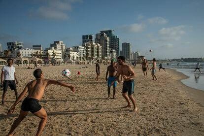 Ambiente en la playa de Jaffa durante el fin de semana.