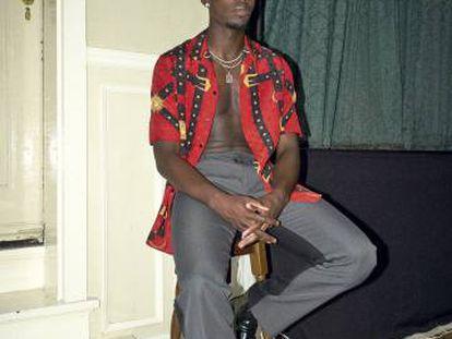 """""""La moda es vida"""", dice Paul Pogba. Él viste camisa Versace, pantalón Off-White y botas Louis Vuitton."""