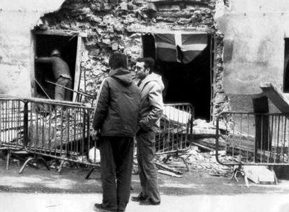 El bar Aldana, en Alonsótegui (Vizcaya), tras la explosión causada por los GAE, el 20 de enero de 1980, que causó cuatro muertos. María José Bravo del Valle.