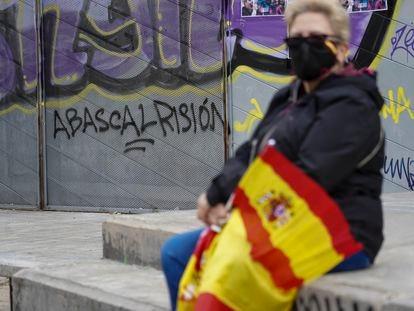 Una mujer asiste a un acto de Vox en el barrio madrileño de Carabanchel.