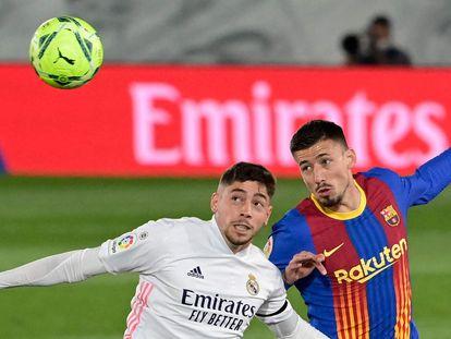 Fede Valverde y Lenglet, en una imagen del último Clásico de La Liga.