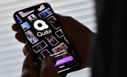 Un usuario accede a la plataforma Quibi.