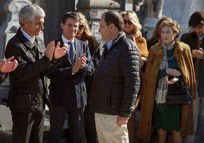 La viuda de Fernando Múgica, Mapi de las Heras, su hijo José María Múgica, junto a Manuel Valls y Adolfo Suárez Illana.