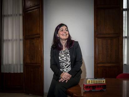 La nueva directora gerente de la EMT de Valencia, Marta Serrano, en su despacho.