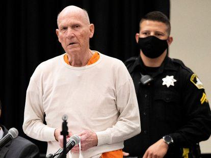 Joseph DeAngelo, conocido como el 'Golden State Killer', durante la lectura de su sentencia.