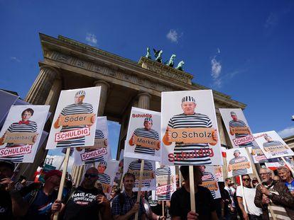 Manifestantes durante una protesta contra las medidas para controlar el coronavirus, en Berlín, a finales de agosto.