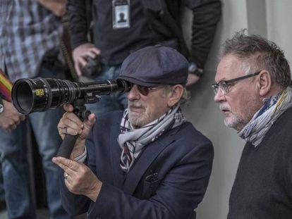 Steven Spielberg durante el rodaje de su película, 'Los archivos del Pentágono'.