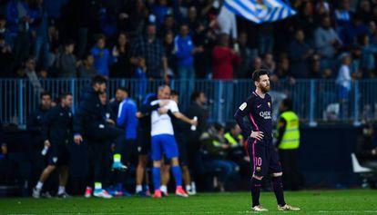 Messi se lamenta en la Rosaleda.