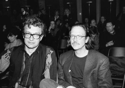 Wenders (izquierda) y Peter Handke, en Berlín (1994).