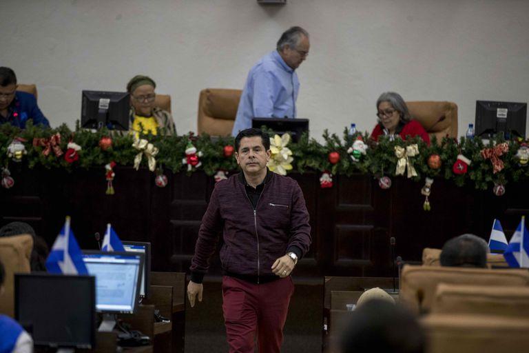 El diputado sandinista Wálmaro Gutiérrez, uno de los fieles operadores de Ortega, tras la votación de la ley que inhibe a la oposición de participar en las elecciones previstas para el próximo año.