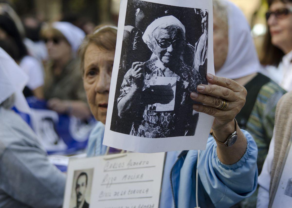 Violaciones, torturas y asesinatos: microrrelatos para no olvidar los crímenes de la dictadura argentina