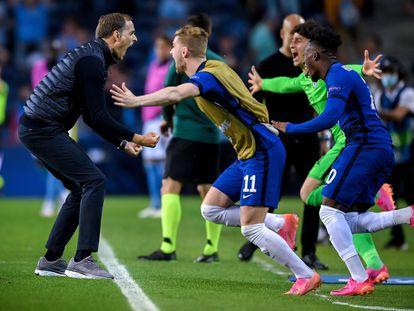 Thomas Tuchel celebra el 1-0 del Chelsea, con Guardiola al fondo.
