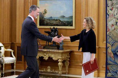 El Rey recibe a Meritxell Batet, que le entrega la lista de representantes para la ronda de consultas, este lunes.