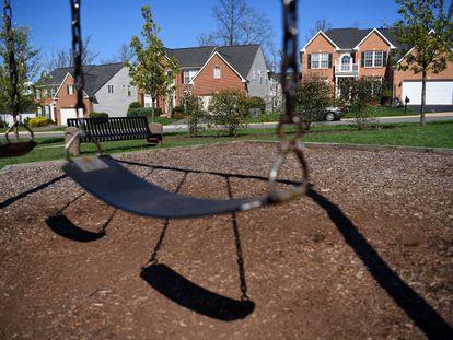 Un columpio solitario en un parque en Virginia (EE UU)