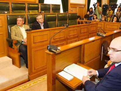 Al fondo, los escaños del PP con solo dos concejales
