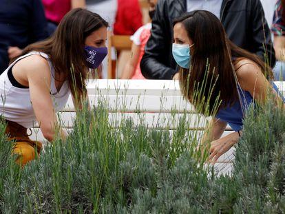 Irene Montero, a la izquierda, e Ione Belarra, durante el acto de presentación de la candidatura el pasado sábado en Valencia.