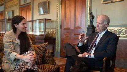 Yoani Sánchez con Joe Biden, el pasado 2 de abril