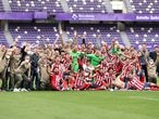 VALLADOLID, SPAIN - MAY 22: Atletico de Madrid players celebrate winning the La Liga Santander title after victory in the La Liga Santander match between Real Valladolid CF and Atletico de Madrid at Estadio Municipal Jose Zorrilla on May 22, 2021 in Valladolid, Spain. Sporting stadiums around Spain remain under strict restrictions due to the Coronavirus Pandemic as Government social distancing laws prohibit fans inside venues resulting in games being played behind closed doors (Photo by Angel Martinez/Getty Images)