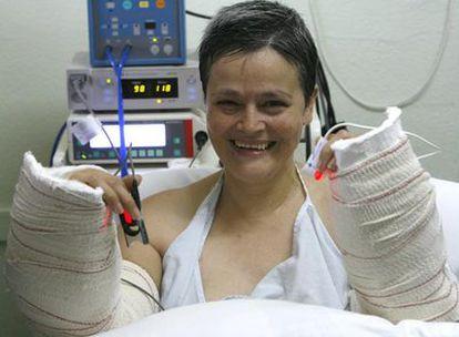 Alba N. C. recibió en 2006 el trasplante de los dos brazos en el Hospital La Fe de Valencia.