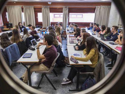 Estudiantes de la facultad de Derecho en la Universidad de Valencia.