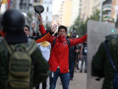 Un estudiante de 18 años ha resultado gravemente herido por el disparo de una bomba lacrimógena en las protestas de Bogotá
