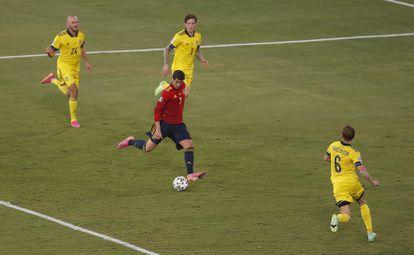 Morata dispara a puerta en la ocasión más clara de España en la primera parte.