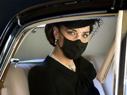 La duquesa de Cambridge, a su llegada al funeral de Felipe de Edimburgo.