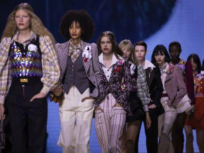Las modelos del desfile de Vuitton en la Semana de la Moda de París, el jueves.