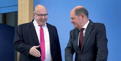 El ministro de Economía alemán, Peter Altmaier, y el ministro de Finanzas, Olaf Scholz, tras la reunión en Berlín.