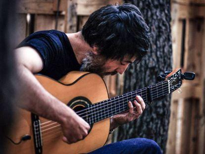 El guitarrista Refree.