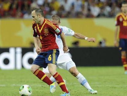 Andrés Iniesta durante un momento del partido contra Uruguay.