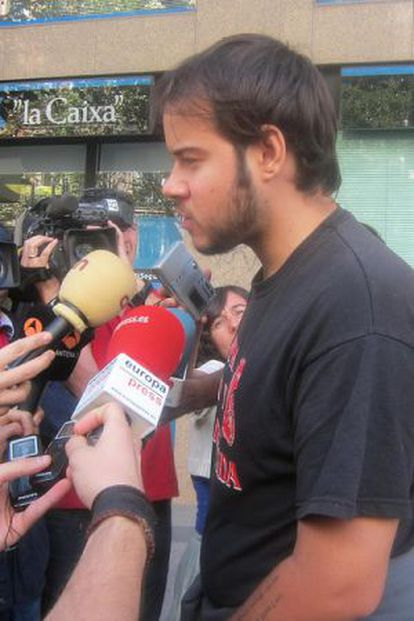 En libertad el rapero Pablo Hasél tras ser imputado por ensalzar a ETA, los GRAPO, Al Qaeda y Terra Lliure.