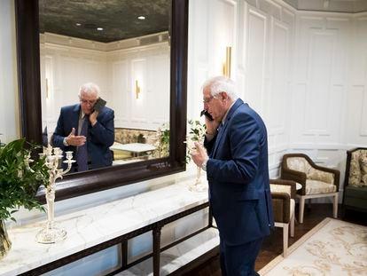 Josep Borrell, tras la entrevista en el Hotel Ritz de Madrid, el pasado viernes.
