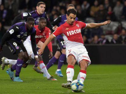 Ben Yedder marca de penalti ante el Toulouse.