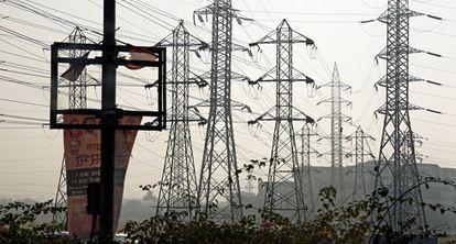 Tendidos eléctricos en Bombay, India.