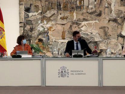 Pedro Sánchez, presidente del Gobierno, preside este martes el Consejo de Ministros en el que se ha aprobado la prórroga de los ERTE hasta final de enero.