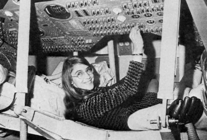 Margaret Hamilton, al frente del equipo de ingenieros de software del Programa Apolo.