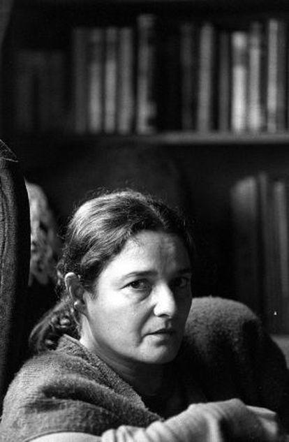 La escritora Adelaida García Morales, en 1996.