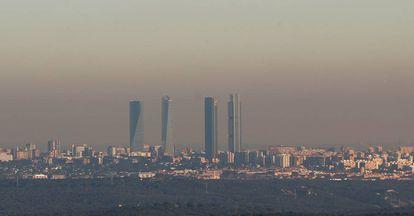 Nube de contaminación sobre Madrid en una imagen tomada desde Torrelodones.