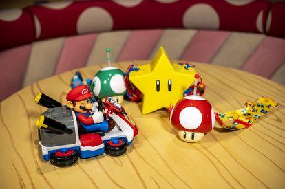 La estrella, la seta Toad, y Mario Bros, personajes principales del mítico videojuego.