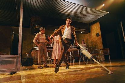 Escena de 'El bar que se tragó a todos los españoles', dirigida por Alfredo Sanzol.