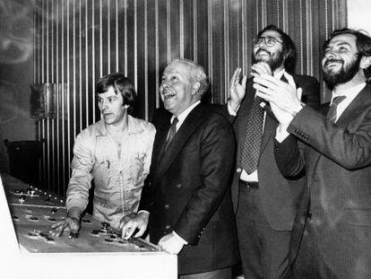 Valentín Alba, Polanco, Antonio Franco y Juan Luis Cebrián lanzan, en 1982, la edición catalana de EL PAÍS.