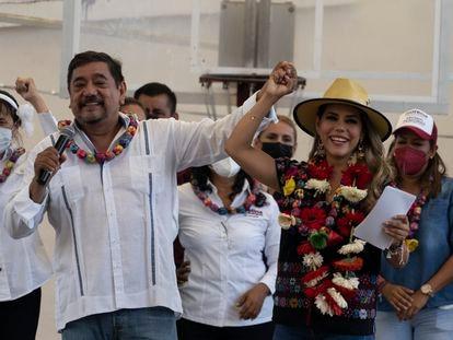 Felix Salgado y Evelyn Salgado este miércoles en un evento de campaña en Acapulco, Guerrero.