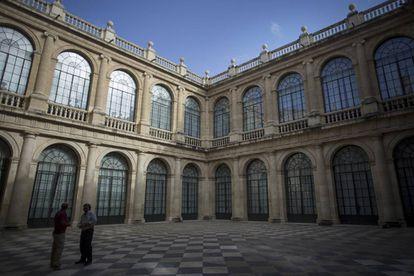 Patio interior de la Lonja de Mercaderes en Sevilla.