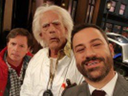 Los actores principales de  Regreso al futuro  parodian la película en el show del comediante estadounidense