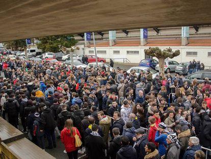 Aficionados charros acuden a presenciar el Unionistas-Salamanca CF UDS en el campo anexo al Helmántico.