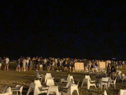Imagen de una playa de Cullera por la noche publicada por el alcalde Jordi Mayor en su Twitter.