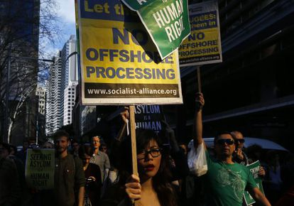 Un grupo de manifestantes, el pasado 20 de julio, defienden el derecho de asilo en las calles de Sidney